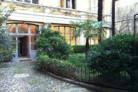Exhibition venue with a garden in Brera